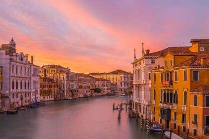 黄昏下的威尼斯,运河,渠道,沿河建筑唯美高清4k壁纸图片