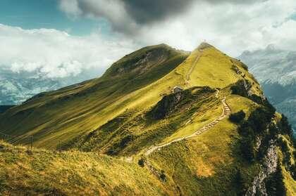 瑞士,高山,蜿蜒小道,白云等自然景观壁纸图片