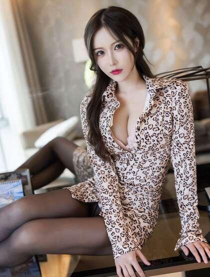 到姐姐这来,性感美女御姐Linda小琳豹纹连衣裙黑丝袜穿搭魅惑私房写真套图